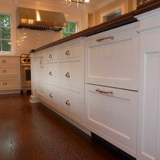 Traditional Kitchen by Rutt Studio of Westport