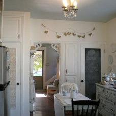 Traditional Kitchen by From House to Home
