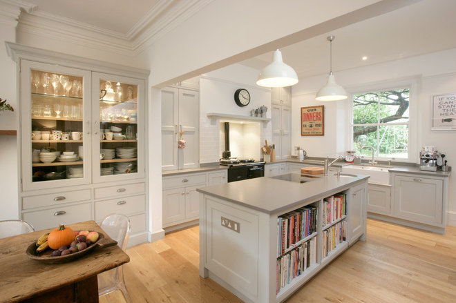 Farmhouse Kitchen by McCulloch Furniture ltd
