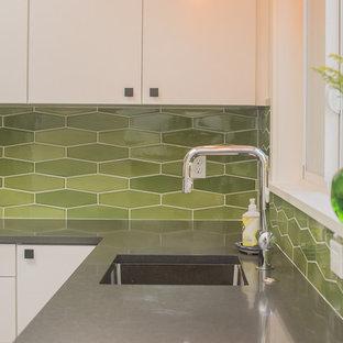 ポートランドの中サイズのコンテンポラリースタイルのおしゃれなキッチン (アンダーカウンターシンク、フラットパネル扉のキャビネット、白いキャビネット、クオーツストーンカウンター、緑のキッチンパネル、セラミックタイルのキッチンパネル、シルバーの調理設備の、アイランドなし) の写真