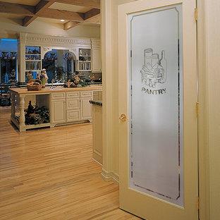 Traditional kitchen appliance - Kitchen - traditional kitchen idea in Orange County