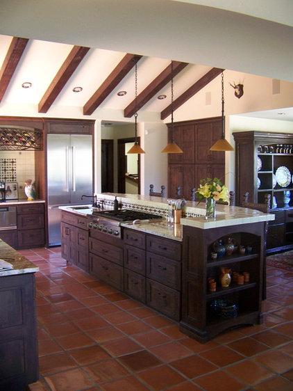 Mediterranean Kitchen by Studio 2G Architects