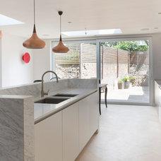 Kitchen by Ramses Frederickx Design & Interiors