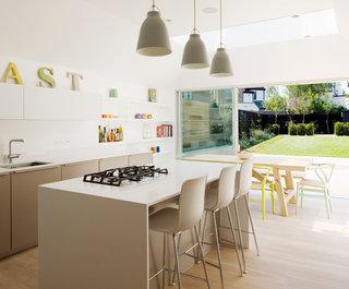 ' ' from the web at 'https://st.hzcdn.com/fimgs/f9616dd2070e8dbd_4200-w320-h265-b0-p0--contemporary-kitchen.jpg'