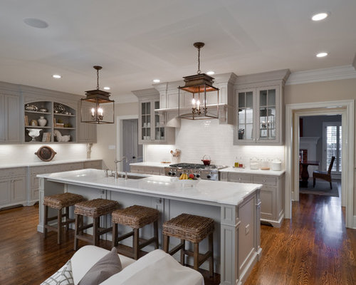 Traditional open concept kitchen photos - Inspiration for a timeless u- shaped open concept kitchen