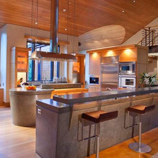 Contemporary Kitchen by Charles Cunniffe Architects Aspen