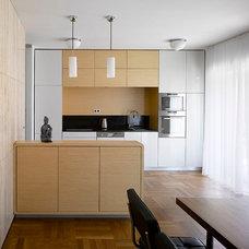 Modern Kitchen by KYZLINK