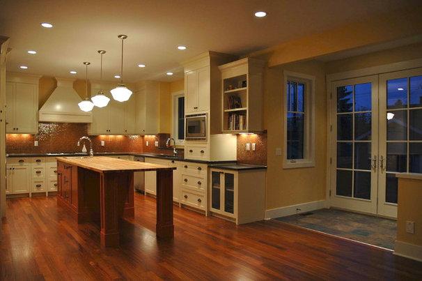 Eclectic Kitchen by Veranda Estate Homes & Interiors