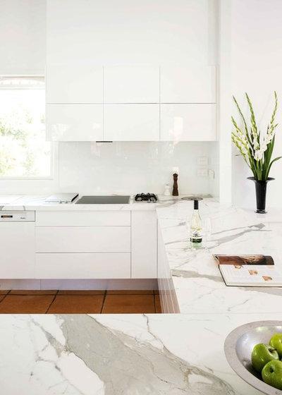 Modern Kitchen by Complete Kitchens