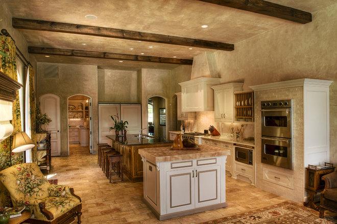Mediterranean Kitchen by Gabriel Builders Inc.