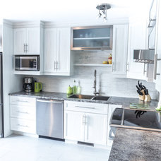 Modern Kitchen by Renovation Pure Cuisine