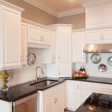 Traditional Kitchen by Gale Rew Construction, Inc.