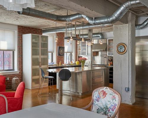cuisine industrielle avec un placard porte vitr e photos et id es d co de cuisines. Black Bedroom Furniture Sets. Home Design Ideas