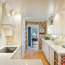 Traditional Kitchen by Casa Blanca Construction, Inc.