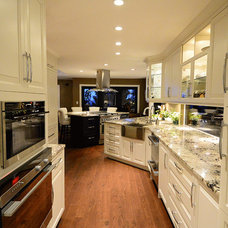 Traditional Kitchen by Point Nexus Consulting Inc.