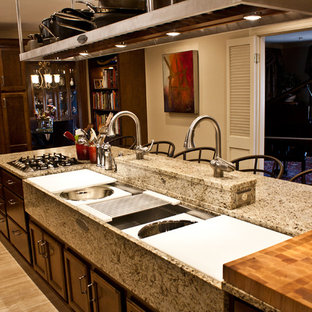 Example of a kitchen design in Chicago