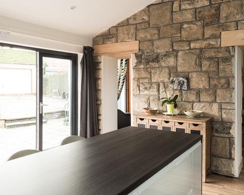 k chen mit glasr ckwand und laminat arbeitsplatte ideen design bilder houzz. Black Bedroom Furniture Sets. Home Design Ideas