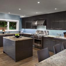 Modern Kitchen by Best Builders ltd