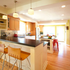 Traditional Kitchen by Rainbow Valley Design & Construction - Portland