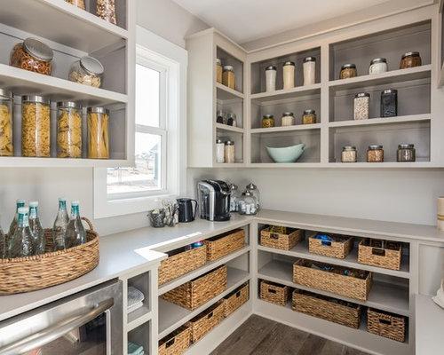 Cuisine avec des portes de placard grises et un placard sans porte photos e - Cuisine cachee par des portes ...