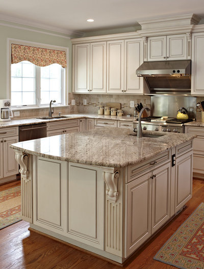 Traditional Kitchen by Designing Solutions