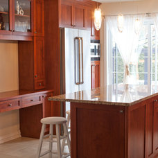 Traditional Kitchen by Wow Great Place