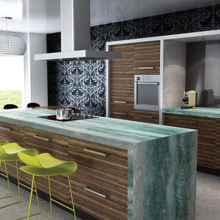 Пример оригинального дизайна интерьера: отдельная, параллельная кухня среднего размера в современном стиле с врезной раковиной, плоскими фасадами, коричневыми фасадами, столешницей из кварцита, техникой из нержавеющей стали, полом из керамической плитки, островом, серым полом и бирюзовой столешницей