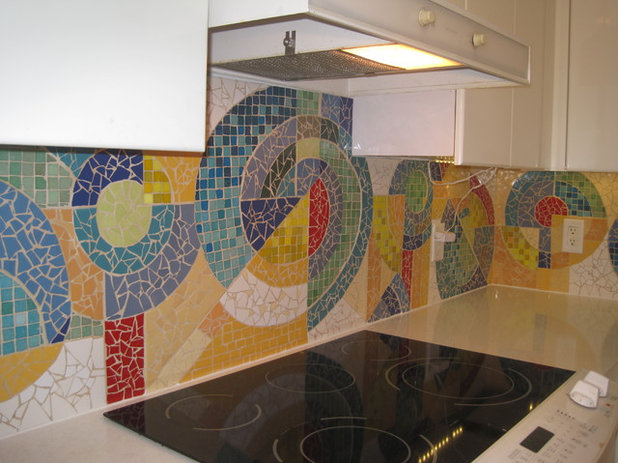 Modern Kitchen by Yaya Mosaics