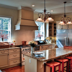 traditional kitchen by Wynn & Associates