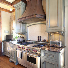 Traditional Kitchen by Wade Weissmann Architecture