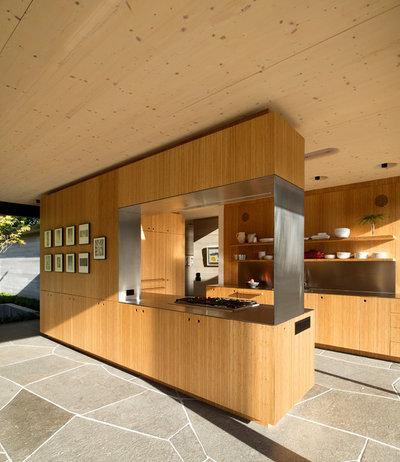 Kitchen by Bates Masi Architects LLC