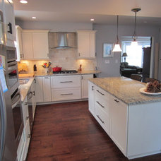 Traditional Kitchen by Bethany Crenshaw, AKBD - Lowe's Bashford Manor