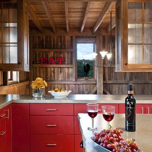Foto di una cucina country con ante rosse, ante lisce e top in cemento