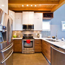 Modern Kitchen by Sticks and Stones Design Group Inc