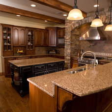 Traditional Kitchen by Bruckelmyer Brothers Construction LLC