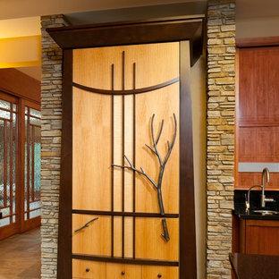 他の地域の大きいアジアンスタイルのおしゃれなキッチン (アンダーカウンターシンク、落し込みパネル扉のキャビネット、シルバーの調理設備の、セラミックタイルの床、中間色木目調キャビネット、御影石カウンター、緑のキッチンパネル、セラミックタイルのキッチンパネル、茶色い床) の写真