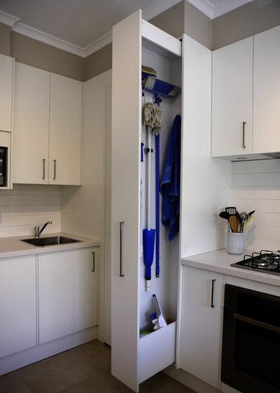 Contemporary Kitchen by VMDesign