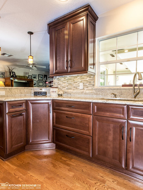 Small traditional kitchen design ideas renovations photos for Cabico kitchen cabinets reviews