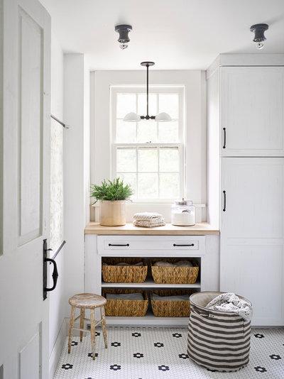 Farmhouse Kitchen by Hello Kitchen