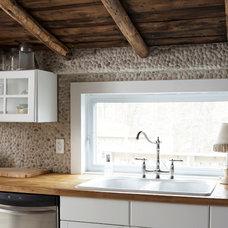 Contemporary Kitchen Gladstone Lodge Muskoka Retreat