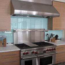 Modern Kitchen Glass Backsplash