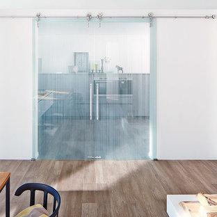 Kitchen - modern kitchen idea in Miami