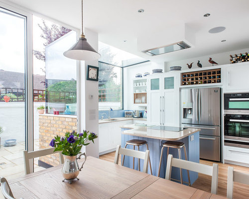 Country kitchen design ideas renovations photos for Awkward shaped kitchen designs