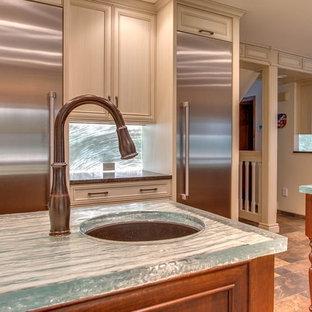 Inspiration för ett mycket stort vintage turkos turkost kök, med en undermonterad diskho, luckor med infälld panel, skåp i slitet trä, bänkskiva i glas, blått stänkskydd, glaspanel som stänkskydd, rostfria vitvaror, skiffergolv och flera köksöar