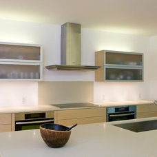 Contemporary Kitchen by TOPOS Architects, Inc