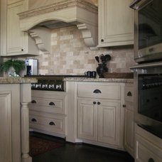 Mediterranean Kitchen by Imondi Interiors