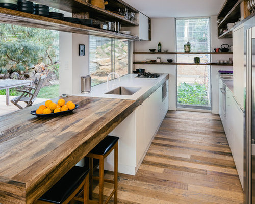 Small galley kitchen design ideas remodel pictures houzz for Small galley kitchen designs