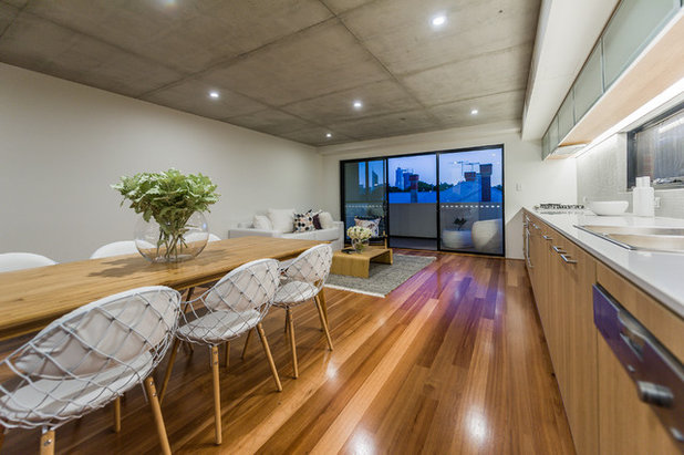 Contemporary Kitchen by LUXE Builders + Designers