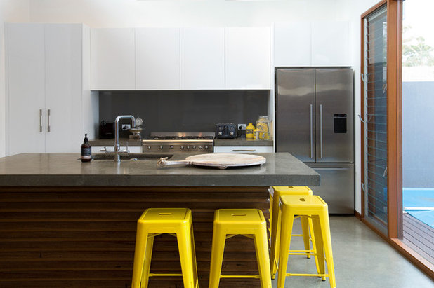 Contemporary Kitchen by Qbic Living