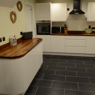 Gloss white british Kitchen with curved Units